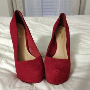 Also red pumps